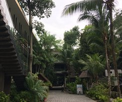 Tropical Surroundings - Great Location - Budget Hotel on Sentosa