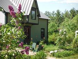 Sculptured Rocks Farm Country Inn