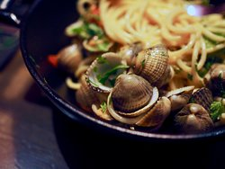 Spaghetti alle Vongole with cockles and white wine and butter gravy