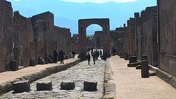 偉大な文明を体感できる場所でもあり、悲劇の場所でもある。