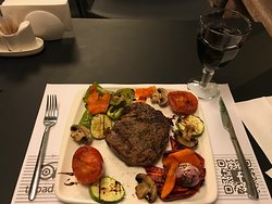 Grilled steak & roast veg = ideal for gluten-free diners-highly recommended