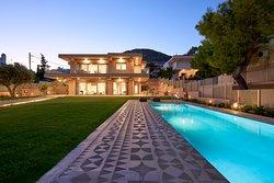 Elaia Luxury Suites
