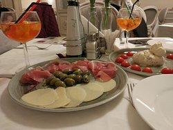 Bon restaurant italien dans un  chouette cadre