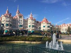 Entrada a Disneyland Park (uno de los 2 parques)