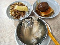 滷肉飯 滷鴨蛋 鳳梨苦瓜湯 讚