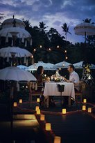 Romantic Candlelit Diner (310534736)