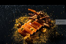 Gravlax / 48h marinated salmon / cream ricotta / apple shells - crisp