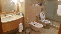 חדר רחצה רחב, אמבטיה משמאל, לא נכנסה לתמונה