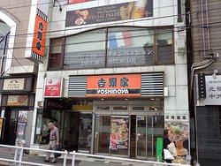 牛丼では老舗の吉野家の国分寺店は、北口からすぐの場所にあります