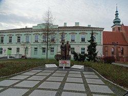 Monument to Maria and Lech Kaczynski