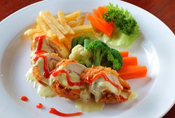 Indonesian, mexican and european dishes are available