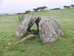 Dois dólmenes na Herdade de Corte Serrão