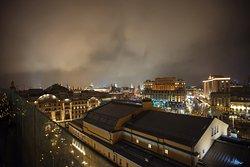 """Вид на ночной город с летней террасы бара """"Консерватория"""""""
