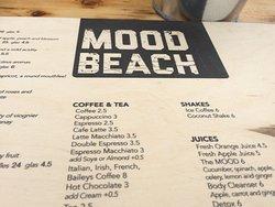 De houten plank die dienst doet als menu