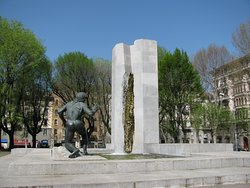 Fontana Monumento a Giuseppe Grandi
