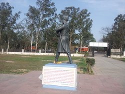History of Bhai Jeevan Singh ji mentioned under the statue