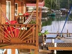 Sail Inn of Roatan