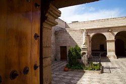 圣德雷莎修道院及殖民艺术博物馆