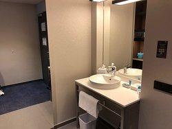 great functional bathroom