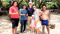 taking one picture after learn how to surf at kuta beach 😂 #mangwibalitransport #drivers #balid