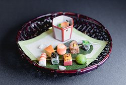 Cherry blossom season has finally arrived in Japan, and so is our April menu at our house. Hassu