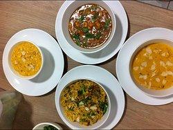 Crevettes Masala, Poulet Shahi Korma,Peas Pullao, Shahi Paneer.