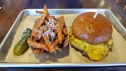 Meltburger & Sweet Potato Fries & Pickle