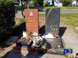 李小龙墓地
