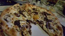 Exellente pizza et ravioles. Resto 100% fait maison