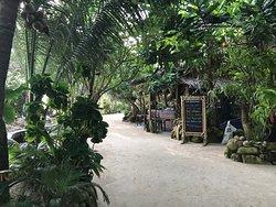 Koh Raham Restaurant and Beach Bar