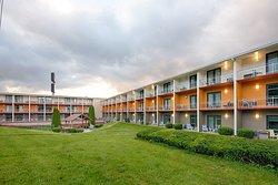 Clarion Inn & Suites- Chambersburg