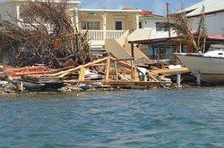 maison flottante la case à l'eau