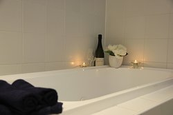 Spa bath in either a King or Queen Executive Suite
