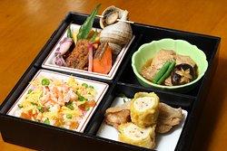 2011年4月に、北茨城市にご訪問された、天皇皇后両陛下に献上いたしました。松花堂弁当です。前日にて、ご要約できます。