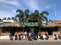 Tropic Hostel Bar & Restaurant
