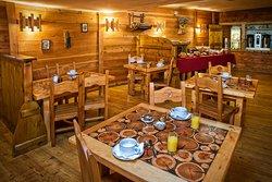 Salle de restaurant secondaire, et petit déjeuner.