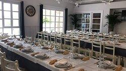Evento en Restaurante con mesas corridas para 65 comensales