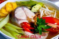 La soupe vietnamienne au tamarin,un plat originaire du sud du Vietnam, du Delta du Mékong !