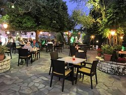Alex Garden Bar - Restaurant