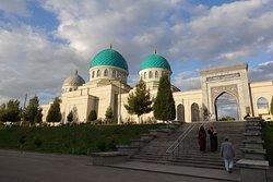 Khoja Akhrar Mosque
