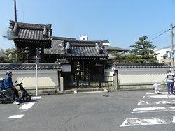 旧東海道沿いの寺院