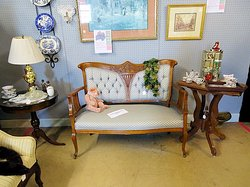 Linda's Cottage Antiques and Collectibles