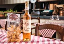 Assaggiate i deliziosi cantucci accompagnati con del Vin Santo speciale