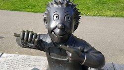 OOR Wullie Bronze Statue