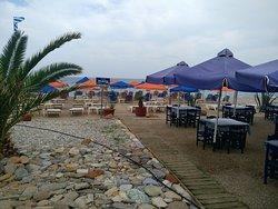 Хорошее кафе на берегу моря
