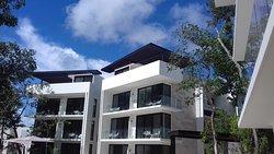 edificio pequeño y arquitectura moderna