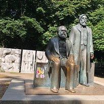 Skulptur Die Würde und Schönheitfreier Menschen