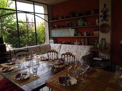 sala degustazioni non solo vino ma prodotti tipici e ravioli fatti in casa