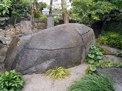 境内の巨岩