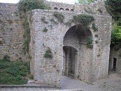 Porta e Fonte di Docciola